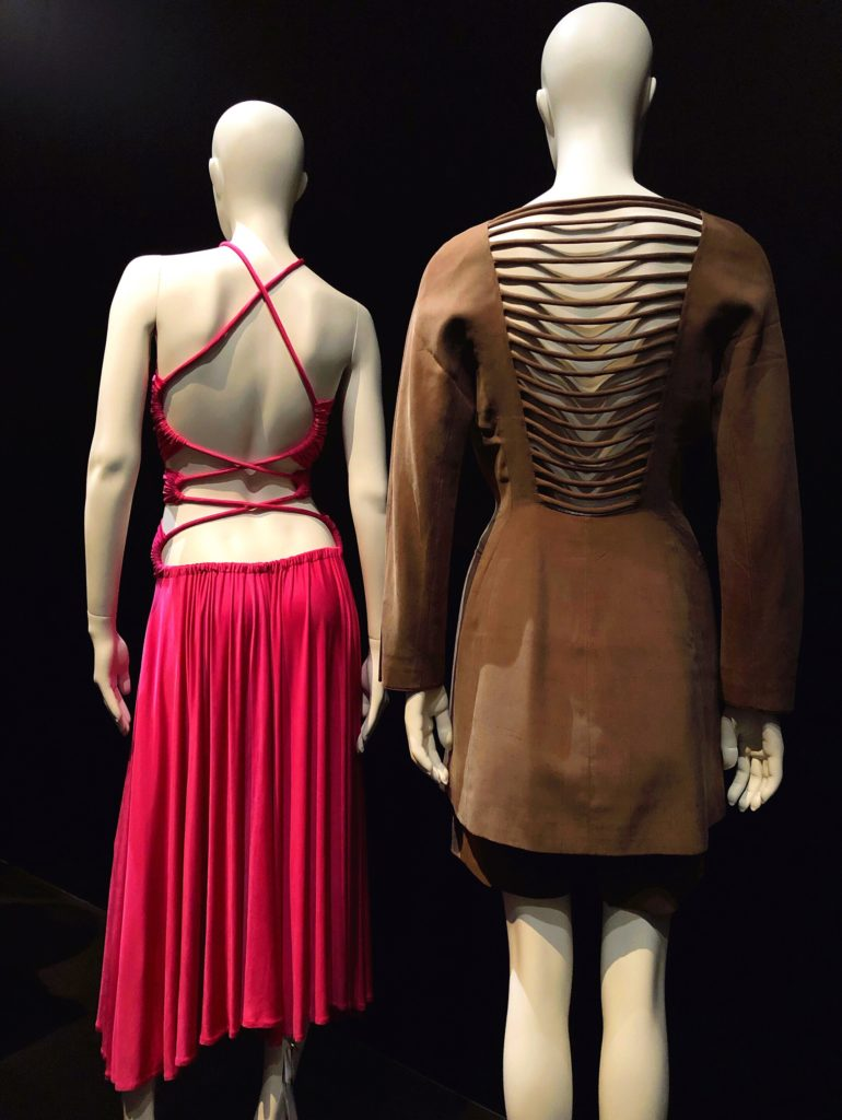 Back side. Dos à la mode